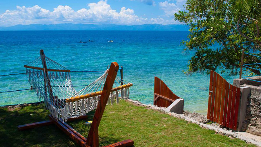 Quo-Vadis-Dive-Resort-Beach-in-Cebu