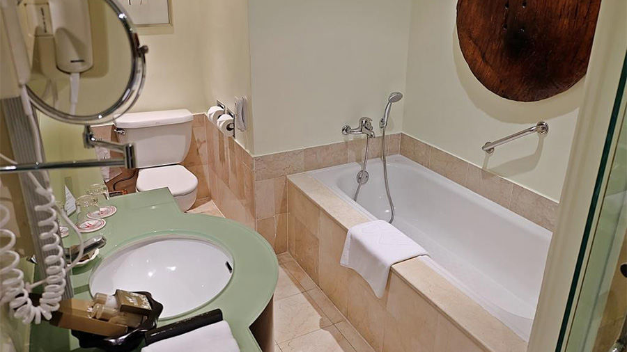Waterfront Cebu City Hotel and Casino- Bath room