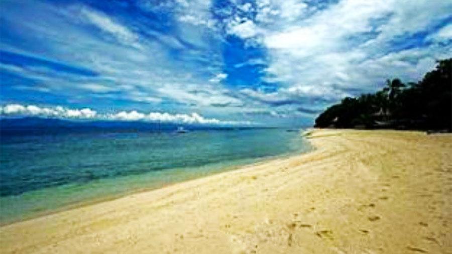 Ravenala Beach Resort Moalboal- beach view01
