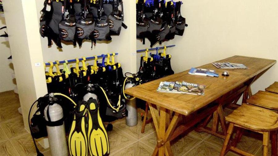 Turtle Bay Dive Resort Moalboal Cebu - dive shop