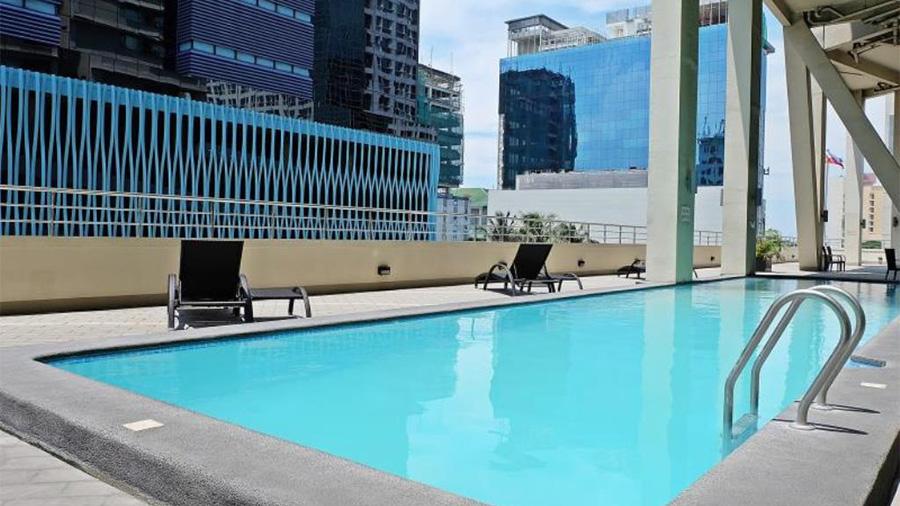 Mandarin Plaza Hotel- Cebu- Swimming Pool