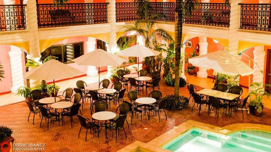 Marco Vincent Dive Resort- Puerto Galera-Restaurant at the pool