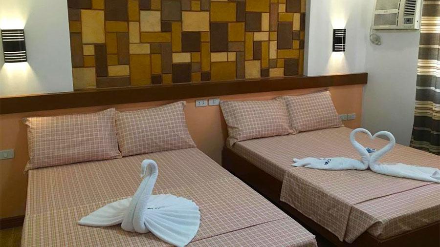 Sea Jewel Beach Resort Puerto Galera- Accommodation Deluxe lounge room