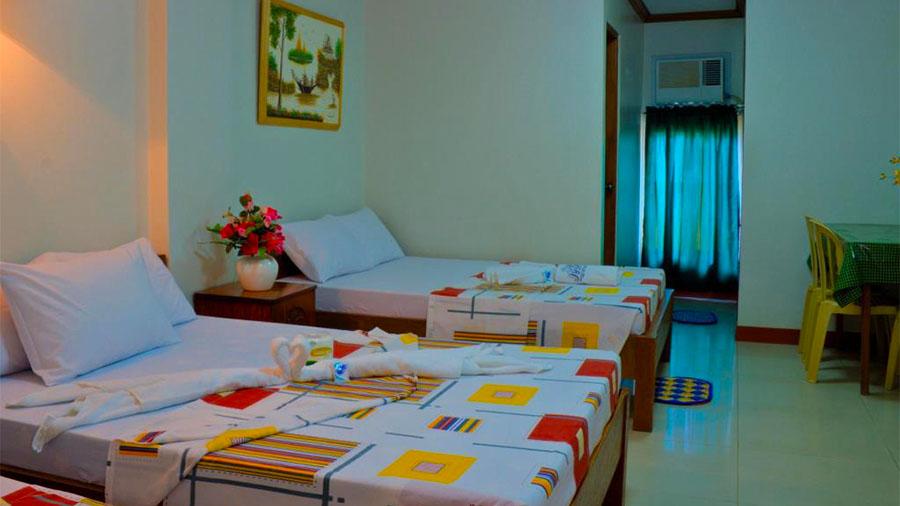 Sea Jewel Beach Resort Puerto Galera- Accommodation room