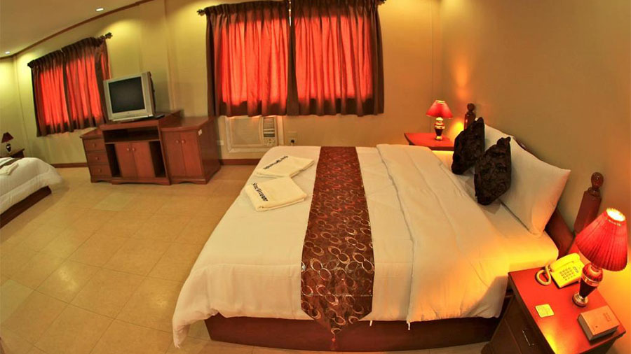 Subic Waterfront resort & Hotel -Subic Bay- accommodation Executive suite Bed room
