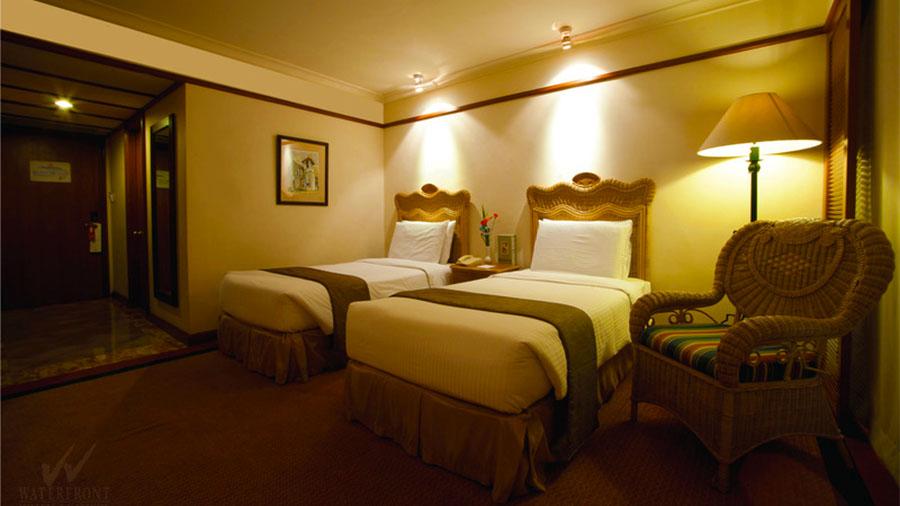 Waterfront Airport Hotel and Casino Mactan- Cebu Airport- Superior Gestroom
