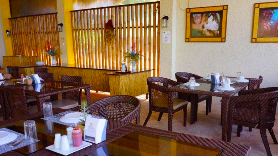 Buceo Anilao Beach and Dive Resort- Restaurant