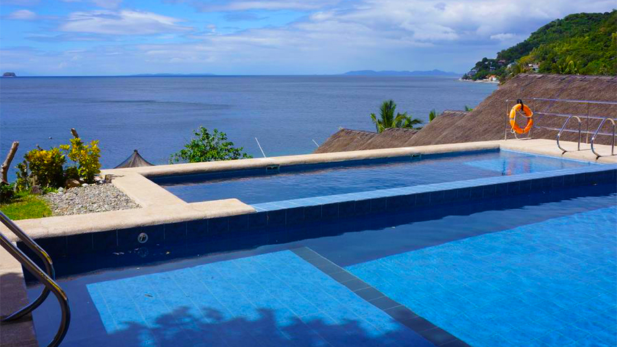 Buceo Anilao Beach and Dive Resort- swimming pool