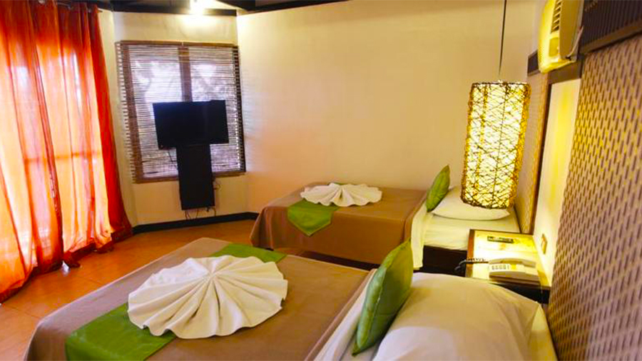 Eagle Point Beach and Dive Resort- Barangas- accommodation Twin double bed